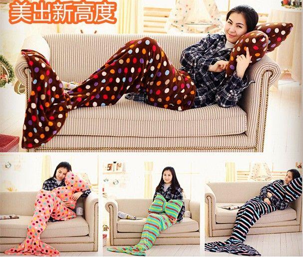 Sereismo: cobertor de cauda de sereia é modinha fofa pra espantar o frio em casa