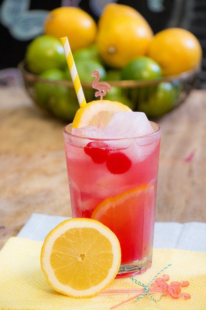 Pink Lemonade é uma limonada rosa muito comum lá nos Estados Unidos. O mais interessante é que além de deliciosa, pois tem um sabor a mais que vem da groselha, ela é linda...