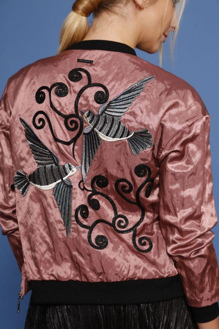 Kurtka bomber jacket z aplikacją - pudrowy róż