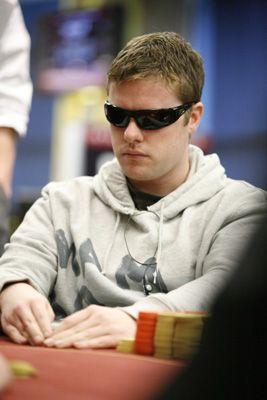 Luke Stanford is de beste van alle de lokale Nieuw-Zeelanders geplaatst en heeft genoeg van chips tot ongeveer duwen op deze finaletafel - #Casinosonline