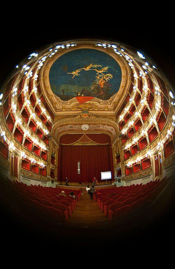 Teatro Verdi | Salerno | Piazza Luciani | Anno 1872 | 610 posti  Web: http://www.teatroverdisalerno.it/