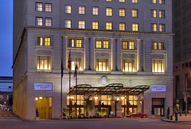 Courtyard Downtown Philadelphia by Marriott reflects the luxury of its 1926 origins, with sweeping 11 foot ceilings and iHome docks in every room.