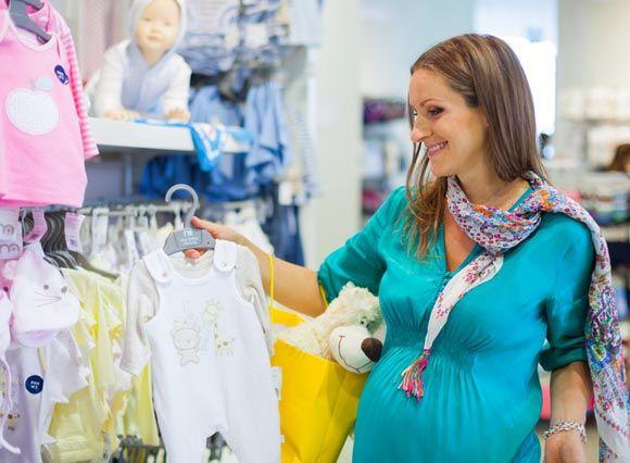 Endlich schwanger, endlich Füße hoch und gemütlich auf den Nachwuchs warten? Weit gefehlt! Wenn sich ein Kind ankündigt, gibt es eine Menge zu erledigen. Mit unserer Checkliste geht Euch nichts Wichtiges durch die Lappen. Seid Ihr Euch aber unsicher, in welcher Schwangerschaftswoche Ihr Euch gerade befindet? Kein Problem: Testet gerne unseren Schwangerschaftsrechner und findet heraus, …