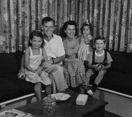Frank Sinatra with first wife Nancy and their kids Nancy, Tina & Frank Jr.