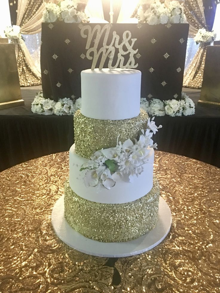 Congratulations!! Aman & Aman.. #4tierallrealweddingcake #goldglitterweddingcake #weddingcakes2018 @Fraserview Banquet Hall..