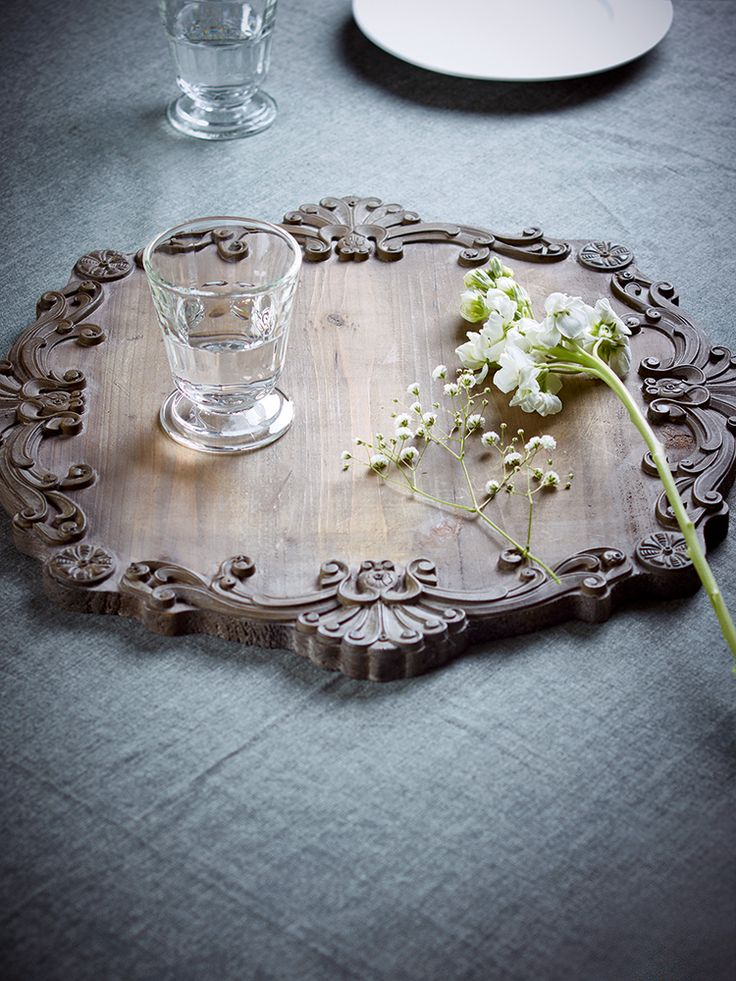 Best 25 decorative trays ideas on pinterest coffee for Ornamental centrepiece for a dining table