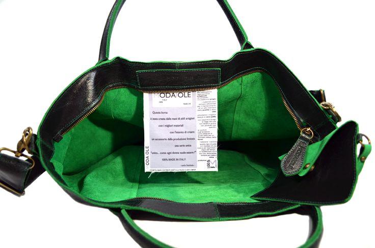 """Shopper 8 in pelle """"crackata"""" una novità e un accessorio per ogni occasione, da solo rende il tuo """"look"""" speciale Questa borsa è il risultato di uno studio al fine di ottenere un prodotto che sia espressione di pregio, bellezza e comodità Il modello ha la tracolla e gli accessori in ottone bronzato L'interno sfoderato evidenzia il colore della pelle Abbinato un borsellino a bustina per ogni uso L'etichetta di nostra invenzione con tessuto adatto alla pulizia di lenti e display modaiole.it"""