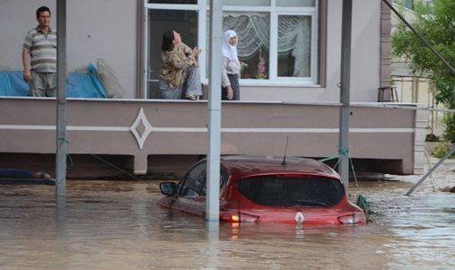 Yalova'da sel: Evler ve seralar su altında