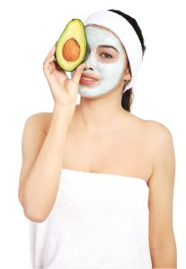 This avocado banana facial mask recipe also contains argan oil making it the perfect mask to moisturize dull, dry skin. It just takes minutes to make and is very cost effective. Click to learn more.