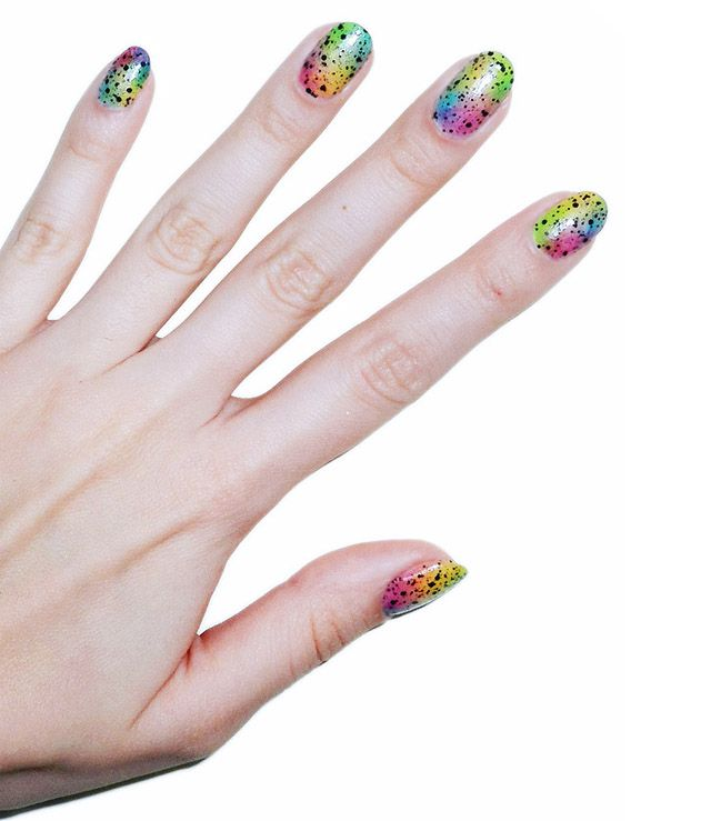Unhas tie-dye coloridas + efeito spray (Pop Up Colorama)