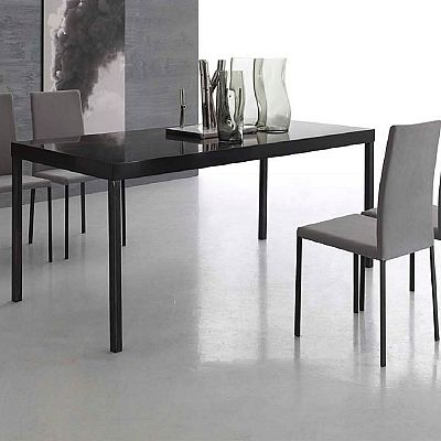 Dark, elegant and minimalist 'York' table. Black, glossy and ultramodern colour. Beautiful, incredible piece. My Italian Living.