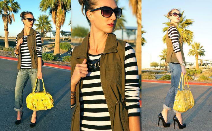 женская тельняшка, джинсы, туфли на каблуке и яркая желтая сумка