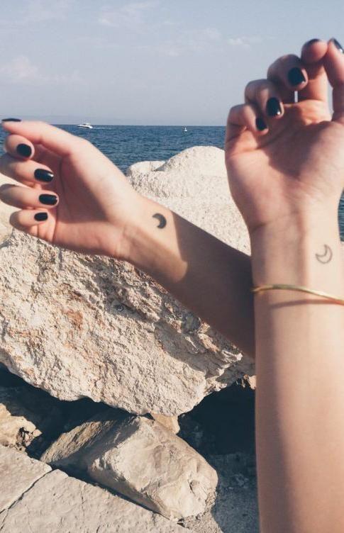 Small Matching Heart Wrist Tattoo Ideas for Best Friends, Couples, Sisters for 2, Siblings Minimal Arm Ideas Del Tatuaje  - www.MyBodiArt.com