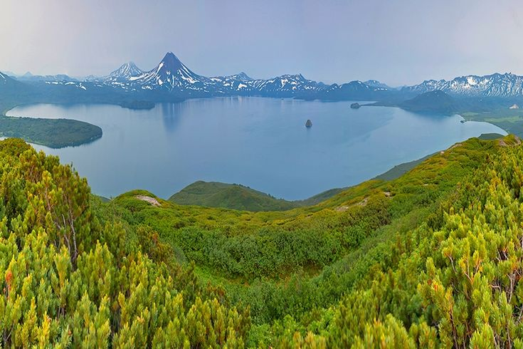 Jezioro Kurylskie – jezioro wulkaniczne w azjatyckiej części obecnej Rosji, na południowym krańcu Kamczatki.