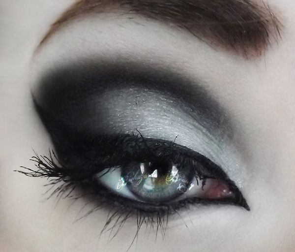 1000+ ideas about Goth Makeup on Pinterest   Make up, Gothic make up and Goth makeup tutorial