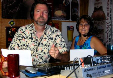 Johnny Max & the Queen in the Homestead's studio: Radios Stream, Audio Podcast, Homesteads Studios, Building, Homesteads Podcast, The Queen, Homesteads Radios, Living Radios, Fucha Homesteads