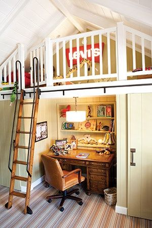 Great solution to the stair issue in a tiny space.  This frees up the wall space behind the stairs.