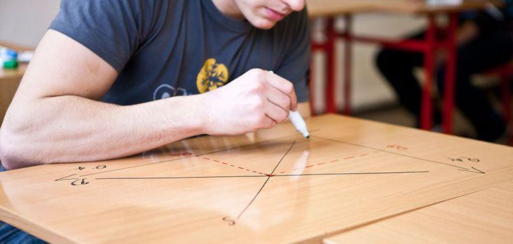 Chytrá zeď je perfektní do kanceláří nebo třeba i škol. Proč nepsat ve škole po stolech? :)  ----  Smart Wall Paint has perfect use in offices or schools. Would you like to write on desks? :) www.smartwallpaint.cz www.chytrazed.cz