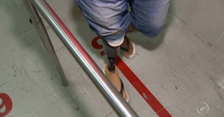 Índio que perdeu o pé ganha prótese mecânica: 'Vou voltar a caçar e pescar'