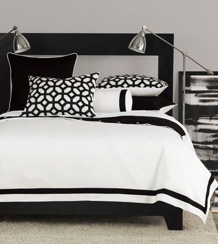 Make a statement with the crisp black and white of Palmer, a modern yet versatile bedding ensemble.