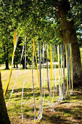 vrai-mariage-amypunky-photography-la-mariee-aux-pieds-nus-ceremonie-laique-rubans-arbres