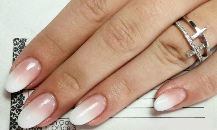 Je nagels rood lakken, is natuurlijk áltijd goed. Maar als je echt on trend wilt zijn, hoe doe je je nagels dan? We vroegen Kim Lien Nguyen eigenaresse van Universal Nails naar dé trends van 2016.