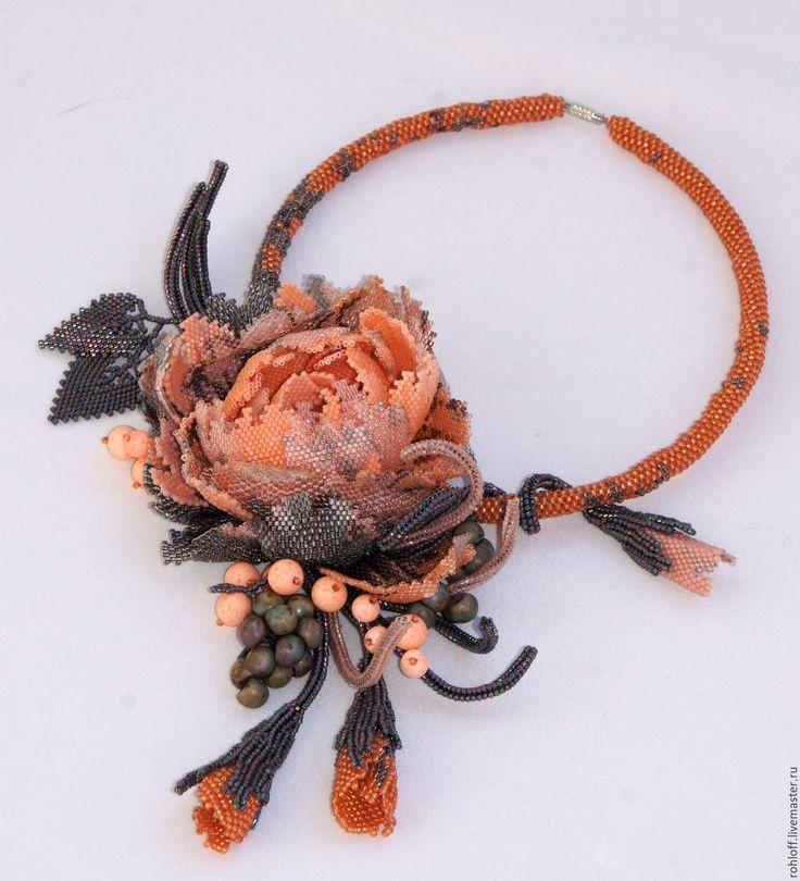 Купить или заказать Колье ,,Зимнаяя роза' победитель конкурса ,,Мода и цвет 2016' в интернет-магазине на Ярмарке Мастеров.…