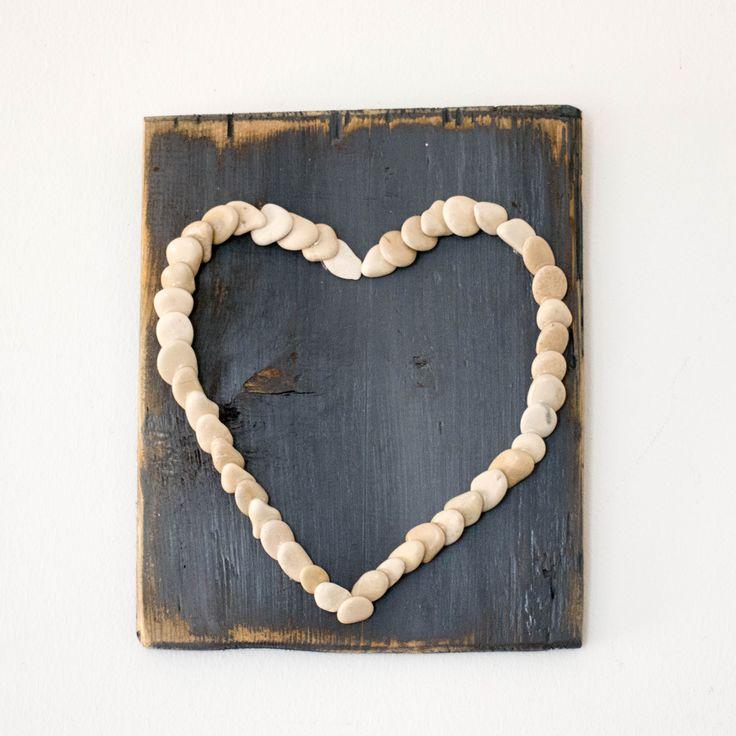 Καδράκι καρδιά με φυσικά υλικά από τις παραλίες της Ζακύνθου.  Διαστάσεις: 20 χ 25εκ