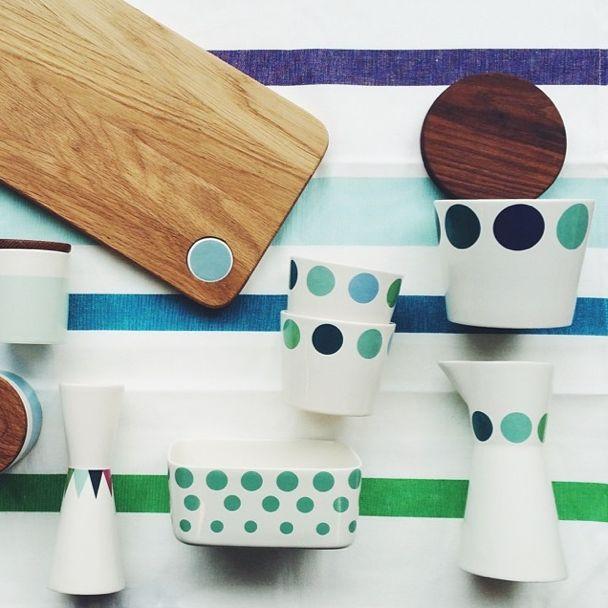 Skønne farver fra Helbak - Tinga Tango Designbutik  Photo: Stine Albertsen #helbak#dekoration#porcelæn#træ#nordic#designbutik