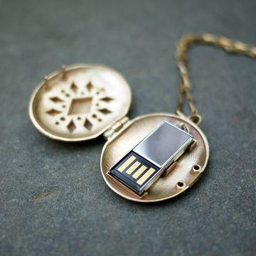 USB drive locket