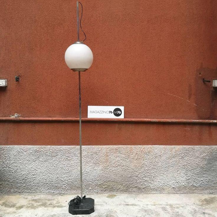 Lampada da terra in acciaio cromato, con base in marmo e diffusore in vetro opalino bianco opaco regolabile in altezza.  Ottime condizioni generali LTE10 Luigi Caccia Dominioni Ignazio Gardella Azucena 1954 Altezza 230 Diametro diffusore 30cn #magazzino76 #viapadova76 #M76 #milano #nolo #modernariato #antiquariato #vintage #design #lampade #lampadadaterra #illuminazione #lamp #italiandesign #floorlamp #azucena #ignaziogardella #luigicacciadominioni #vetroopalino #marmo #acciaio #cromato…