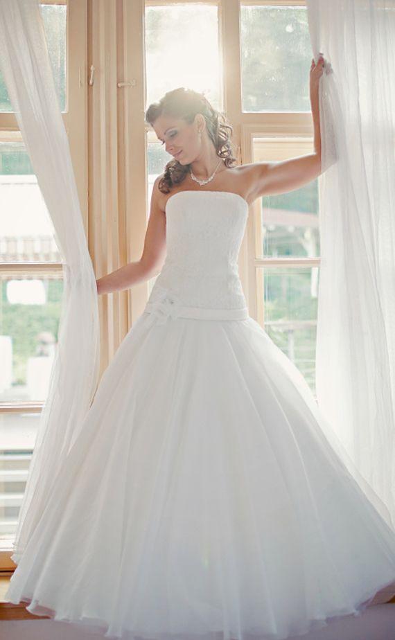 Krásná nevěsta Martina v hotelu Santander v Brně / svatební výzdoba a svatební květiny / od Million Bells