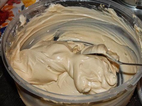 Avete mai pensato di farcire le vostre torte usando una buonissima crema di nocciole invece della solita crema pasticcera? Se la risposta è ...