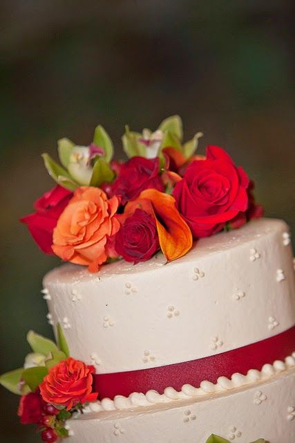 Susannah's Kitchen: 25 Romantic Wedding Cakes ~ For All Seasons | Recipe, Discount Retro Vintage Aprons, Top Kitchen Gadgets, Recipes, Gifts, Products, Party, Holiday, Wedding, Chicken, Peanut Butter, Pumpkin, Appetizers, Breakfast, Cupcakes, Desserts, DIY, Style, Comfort, Mexican, Food, Healthy, Favorites, Best, Delicious, Yum, Yummy, Nom Nom, Ultimate,