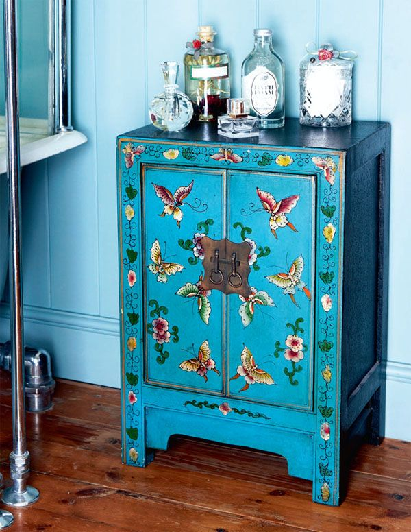 This is exactly the colour of my soon to be newly painted shelf - want to try to do something like this with a stencil! #mexicanblue