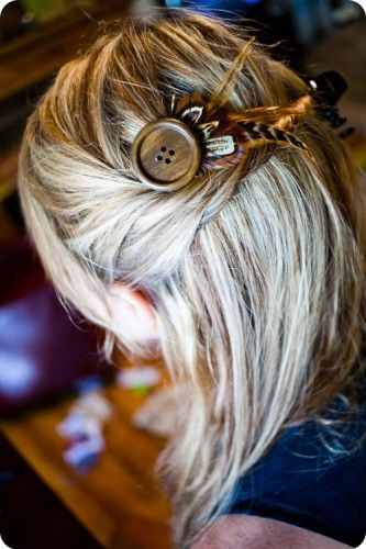 DYI bohemian hair pin. So cute. I can even see using other stuff besides the feathers that would look good in this design.