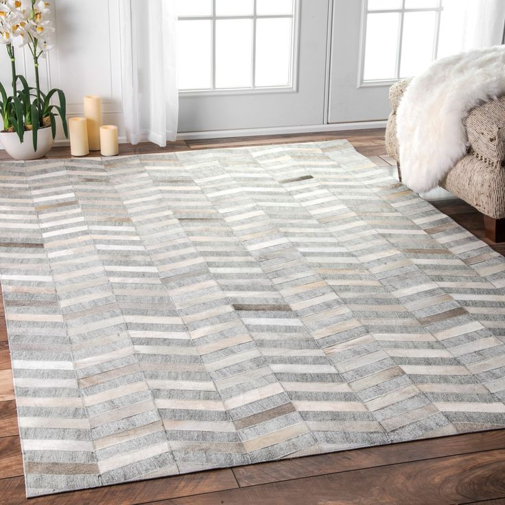 nuLOOM Handmade Modern Patchwork Herringbone Leather/ Viscose Silver Rug (8 ft x 10 ft) (Silver), Beige, Size 8' x 10'