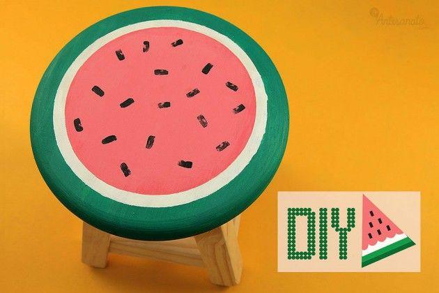 Banquinhos são práticos e servem tanto como assentos ou como mesinhas de centro e podem ser feitos de plástico ou de madeira. Uma dica para renovar os móveis e dar um ar diferente ao ambiente é pintando os banquinhos. Como renovar a mobília Materiais Banquinho