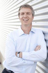 Sebastian Schwanhäußer, geb. am 6. Oktober 1963, studierte von 1985 bis 1992 Betriebswirtschaftlehre an der Universität Erlangen-Nürnberg. Nach Abschluss seines Studiums war er zunächst in der Unternehmensplanung der Viag AG tätig. 1995 wechselte er als Produktmanager zu Hunt Manufacturing nach Philadelphia, USA. Zwei Jahre später kehrte er nach Deutschland zurück und trat in fünfter Generation in die Unternehmensgruppe Schwan-STABILO ein. Er gehört heute zur Konzernleitung.