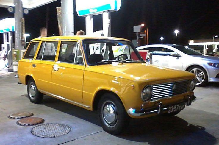 ВАЗ-2102 в Калифорнии (Универсал ВАЗ-2102, сфотографированный на одной из АЗС в Калифорнии)