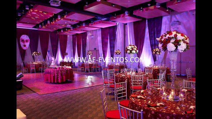 Ambientación con las paredes forradas en telas blancas y marsala, con ayuda de las luces de la miniTK y los pares individuales de piso a techo!!!  @afeventos