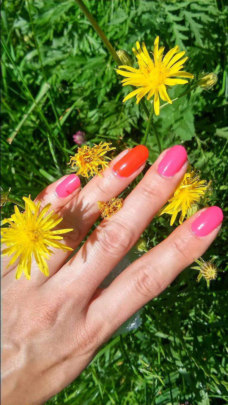 Fuchsia and orange summer nails  http://janesbeauties.blogspot.sk/2014/06/cyklamen-orange.html