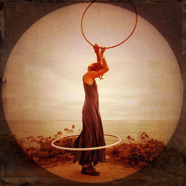 Ο Καρλ Γκουστάβ Γιούνγκ ήταν ψυχοθεραπευτής και φιλόσοφος. Θεωρούσε ότι η νεύρωση και η κατάθλιψη είναι κατά βάθος μία προσπάθεια επέκτασης της συνειδητότητας. Μας αρέσει αυτή η άποψη. Γι? αυτό και ...