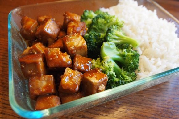 Dynamite Tofu With Rice and Broccoli. Looks delicious AND nutritious! Can't wait to try this one :) (Vegan)
