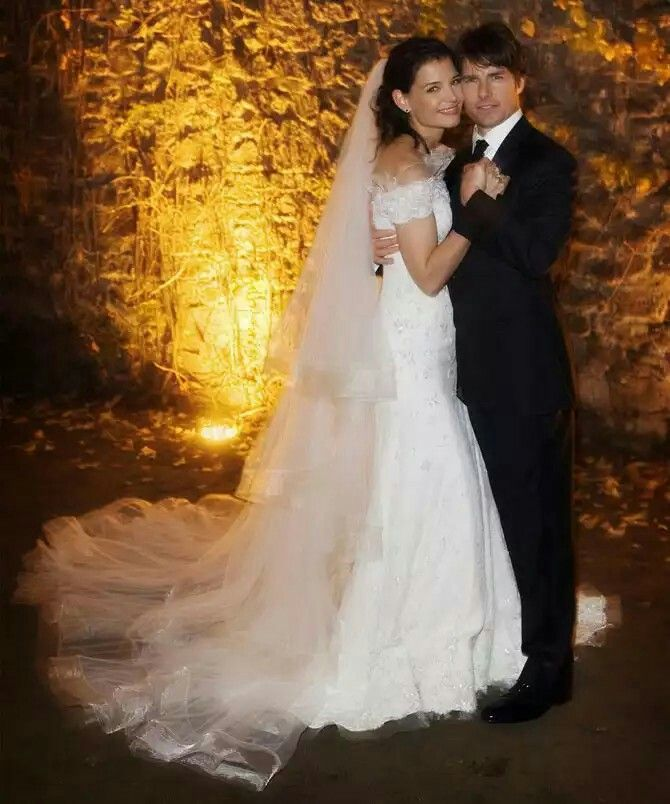 KATIE HOLMES & TOM CRUISE, 18TH NOVEMBER 2006, 15TH CENTURY ODESCALCHI CASTLE, BRACCIANO, ITALY, IN A SCIENTOLOGY CEREMONY.  THE COUPLE HAD A DAUGHTER, SURI, WHO WAS BORN PRIOR TO THE MARRIAGE. ON 29TH JUNE 2012 HOLMES FILED FOR DIVORCE, AFTER 5 &  1/2 YEARS OF MARRIAGE.