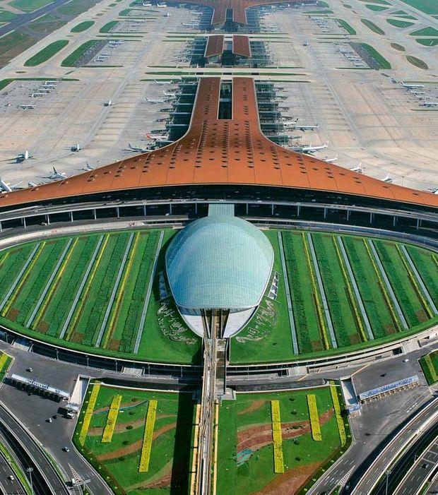 4. Aéroport international de Pékin (Chine) : Construit pour les Jeux olympiques de 2008, le terminal 3 de cet aéroport est l'un des plus grands bâtiments au monde.