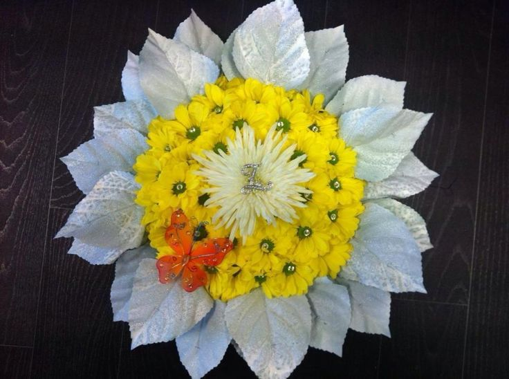 A daisy made by Perfect Daze Florist using a Posy Pad