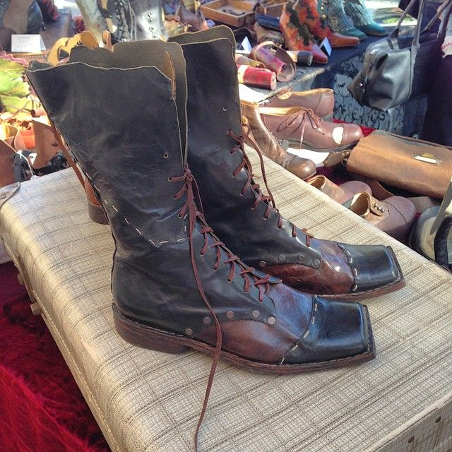 Instagram СМИ по pendragonshoes - Толкиен сапоги #ручная работа #ручной #handmadeboots #bespokeshoes #paddingtonmarkets #Сидней #pendragonshoes #bootdesigner
