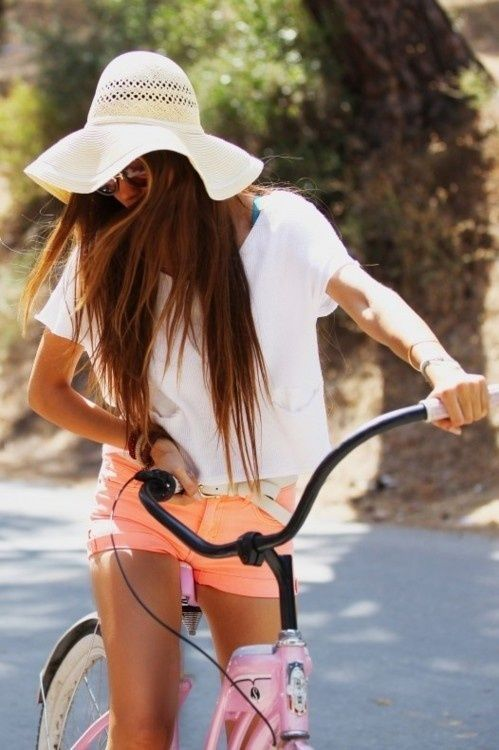 neon shorts and floppy hat.....and i want a cool bike like this to
