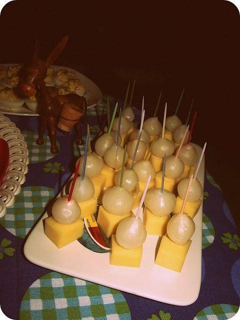 De blokjes kaas met zilver uitje waren op een feestje in de jaren 80 altijd…